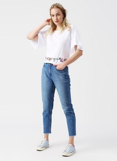 Koton Koton Sırt Detaylı Çiçek İşlemeli Beyaz T-Shirt Beyaz